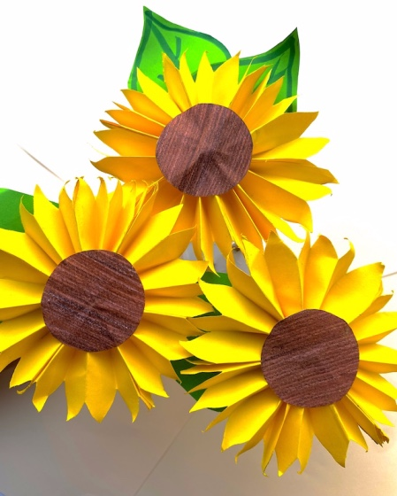 How to make a paper sunflower (step-by-step tutorial)
