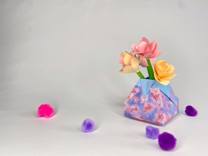 How to make an Origami paper vase at home (step-by-step photos)