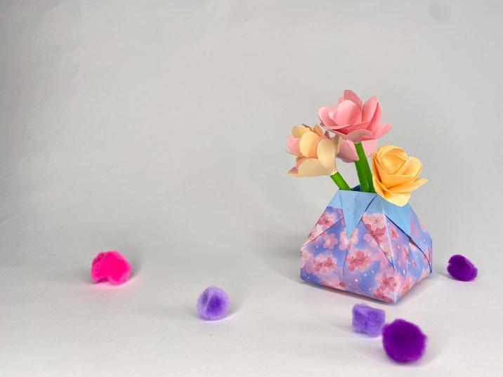 Origami paper vase step-by-step