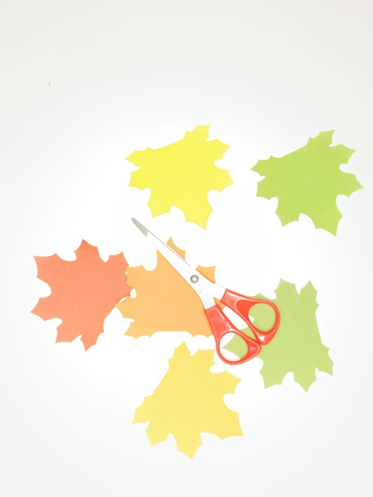 Easy fall leaf craft for kids (with free printable template)