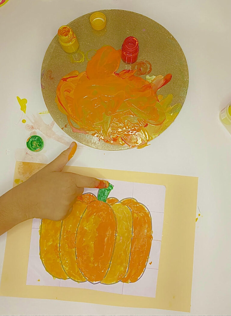 Fall pumpkin puzzle craft idea for kids (with free template)